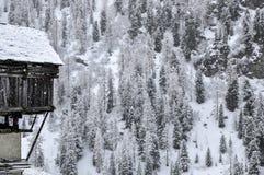 Haus Cuneaz (das Aostatal) Walser mit Schnee Stockfotografie