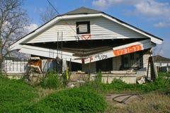 Haus Damanged im Hurrikan Katrina Stockfotos