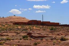 Haus, das auf Sandstein sitzt Lizenzfreie Stockbilder