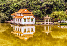 Haus in dem Fluss in China Stockbild