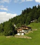 Haus in den Alpen stockfotografie