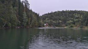 Haus in den Bergen lizenzfreie stockfotografie