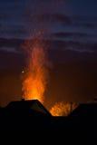 Haus in den Flammen, im Feuer gerade beginnen und in Service-Hafen ` t dennoch Res Stockfoto