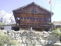 Haus in den Hügeln lizenzfreies stockfoto