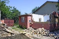 Haus in den Ruinen Stockbild