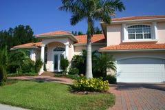 Haus in den Tropen lizenzfreie stockbilder
