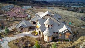Haus in den Vorbergen über Boise Idaho, der hinunter den Hügel schiebt Lizenzfreies Stockfoto