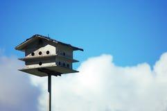 Haus in den Wolken Stockfotografie