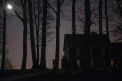 Haus an der Dämmerung Lizenzfreies Stockfoto