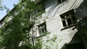 Haus in der Geisterstadt E stock video footage