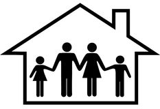 Haus der glücklichen Familie parents Kindsafe zu Hause Lizenzfreie Stockfotografie