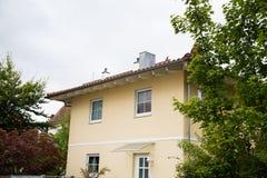 Haus in der Landschaft, Deutschland, München Stockbilder