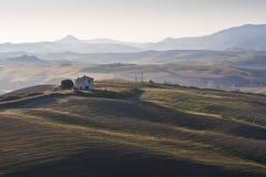 Haus in der Landschaft in Toskana Lizenzfreie Stockfotografie