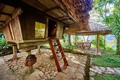 Haus in der Reispaddyterrasse fängt Philippinen auf Lizenzfreies Stockfoto