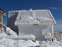Haus in der Winterzeit Stockfotografie