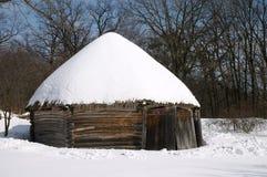 Haus des alten hölzernen Landarbeiters Stockfotografie