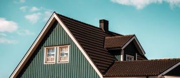 Haus des blauen Himmels Stockbild