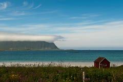 Haus des kleinen Bootes in Lofoten Stockbild