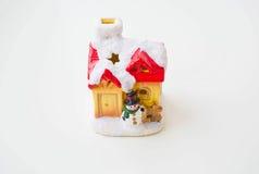 Haus des neuen Jahres mit Schneemann lizenzfreie stockfotografie