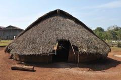 Haus des traditionellen Gebäudes im Dorf Kambodscha-ethnischer Minderheit Lizenzfreies Stockfoto