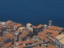 Haus durch das Meer lizenzfreies stockfoto