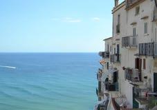 Haus durch das Meer lizenzfreie stockfotografie