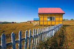 Haus ein mit blauem Himmel Stockbilder