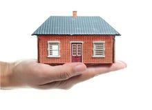 Haus in einer Hand Stockfotografie