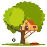 Haus für Kinder auf dem Baum, ein Spielzeughaus für Kinder auf dem Baum Stockbilder