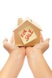 Haus für Verkauf mit der Hand Lizenzfreies Stockfoto