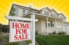 Haus für Verkaufs-Zeichen u. Haus Lizenzfreies Stockbild