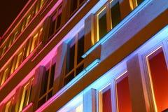 Haus in farbiger Leuchte Stockfotografie