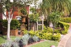 Haus-Garten-Eingang Lizenzfreies Stockbild