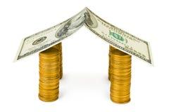 Haus gebildet vom Geld Stockbilder