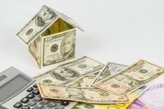Haus gemacht von den Dollaranmerkungen Stockfoto