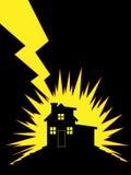 Haus geschlagen worden von Lightning Lizenzfreie Stockfotografie