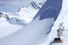 Haus, Gletscher und Abhang Stockfoto