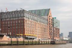 Haus Hamburg folgende Elbe des roten Backsteins Stockbild