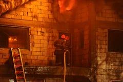 Haus im Feuer Stockfotografie