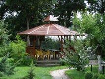 Haus im Garten Stockbild