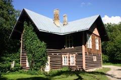 Haus im Holz lizenzfreies stockbild