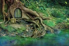 Haus im Holz lizenzfreie stockfotos