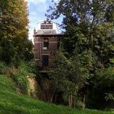 Haus im Holz stockfotografie