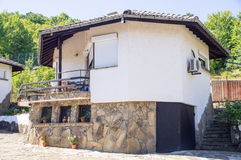 Haus im Hotel-heiligen Berg im Dorf von Oreshak, Bulgarien Stockfotografie