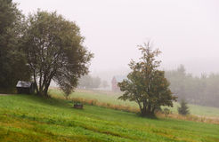 Haus im Nebel Lizenzfreie Stockfotografie