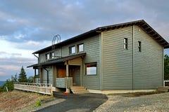 Haus im Nordwald, Finnland, Lappland Lizenzfreie Stockfotos