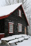 Haus im Schnee Stockbilder