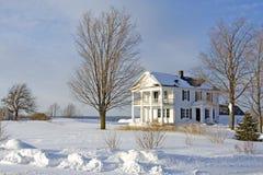 Haus im Schnee Stockfotografie