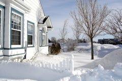 Haus im Schnee Lizenzfreies Stockfoto