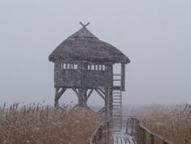 Haus im Schneesturm lizenzfreies stockbild